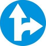 C-6 Nakaz jazdy prosto lub w prawo. Zobowiązuje kierującego do jazdy prosto lub w prawo; znak ten może być umieszczony na przedłużeniu osi drogi (jezdni) lub na samej jezdni. Znak obowiązuje na najbliższym skrzyżowaniu lub w miejscu, gdzie występuje możliwość zmiany kierunku jazdy