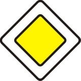 D-1 Droga z pierwszeństwem. Oznacza początek lub kontynuację drogi z pierwszeństwem. Umieszczona pod znakiem D-1 tabliczka T-6a albo T-6b wskazuje odpowiednio rzeczywisty przebieg drogi z pierwszeństwem przez skrzyżowanie lub układ dróg podporządkowanych (gruba linia na tabliczkach oznacza drogę z pierwszeństwem)