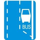 D-11 Początek pasa ruchu dla autobusów. Oznacza początek pasa ruchu przeznaczonego tylko dla autobusów lub trolejbusów oraz innych pojazdów wykonujących odpłatny przewóz osób na regularnych liniach. Umieszczony na znaku napis TAXI oznacza, że na pasie oznaczonym tym znakiem jest dopuszczony także ruch taksówek