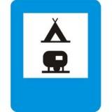 D-31 Obozowisko (camping) wyposażone w podłączenia elektryczne dla przyczep kempingowych. Informuje o wskazanym na znaku obiekcie znajdującym się przy drodze. Znak może być umieszczony w innym miejscu niż po prawej stronie jezdni