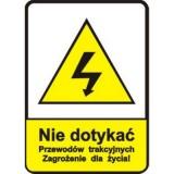 G-2 Sieć pod napięciem. Oznacza, że nad przejazdem kolejowym zawieszona jest sieć trakcyjna. Do dnia 31.12.2005 umieszczona przed przejazdem kolejowym tablica z białym tłem, na której umieszczono symbol czaszki i napis