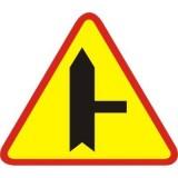 A-6b Skrzyżowanie z drogą podporządkowaną występującą po prawej stronie. Ostrzega o skrzyżowaniu z drogą podporządkowaną występującą po prawej stronie. Grubsza linia na znakach oznacza drogę z pierwszeństwem przejazdu