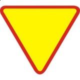 A-7 Ustąp pierwszeństwa. Ostrzega o skrzyżowaniu z drogą z pierwszeństwem. Znak A-7 znajdujący się w obrębie skrzyżowania dotyczy tylko najbliższej jezdni, przed którą został umieszczony