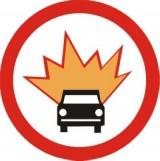 B-13 Zakaz wjazdu pojazdów z materiałami wybuchowymi lub łatwo zapalnymi. Oznacza zakaz ruchu pojazdów przewożących, określone w przepisach o przewozie materiałów niebezpiecznych, materiały niebezpieczne klas: 1, 3, 4.1, 4.2, 4.3, 5.1, 5.2 lub gazy palne klasy 2 w ilościach, dla których jest wymagane oznakowanie pojazdu tablicami ostrzegawczymi barwy pomarańczowej